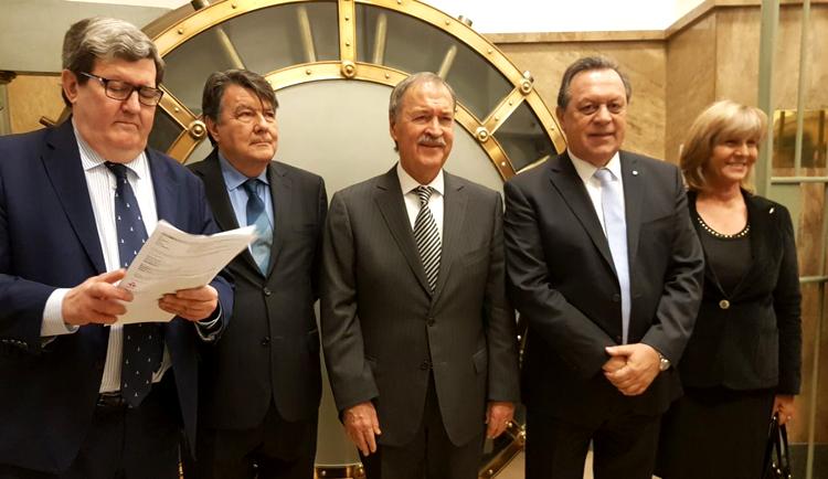 autoridades en el homenaje a atahualpa yupanqui